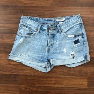 H&M distressed boyfriend shorts size 6